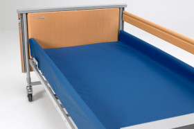 Cradle to hold active mattress and fill side gap CRD 1